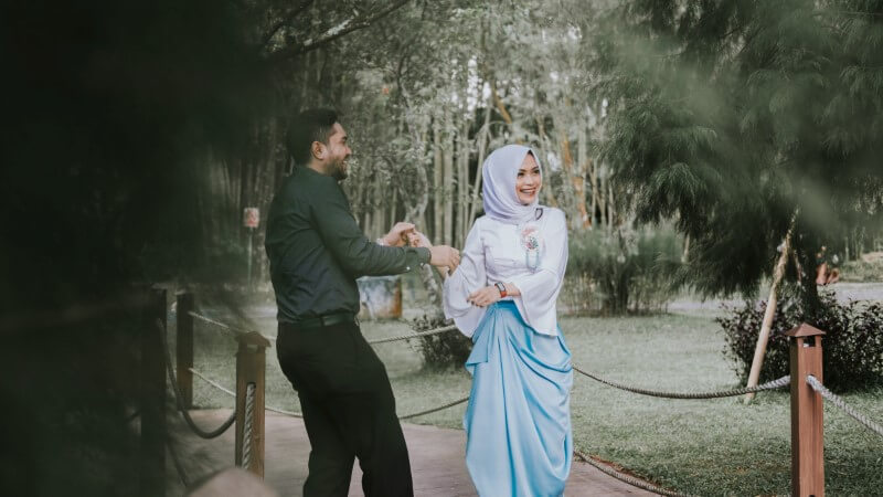 muslim couple dating in the park