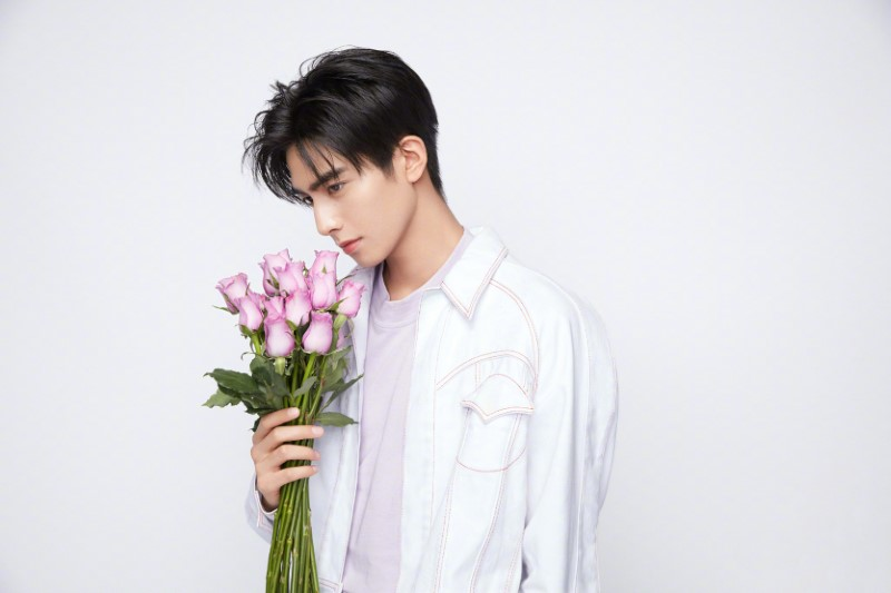 Chinese actor Song weilong holds purple rose Bouquet posing