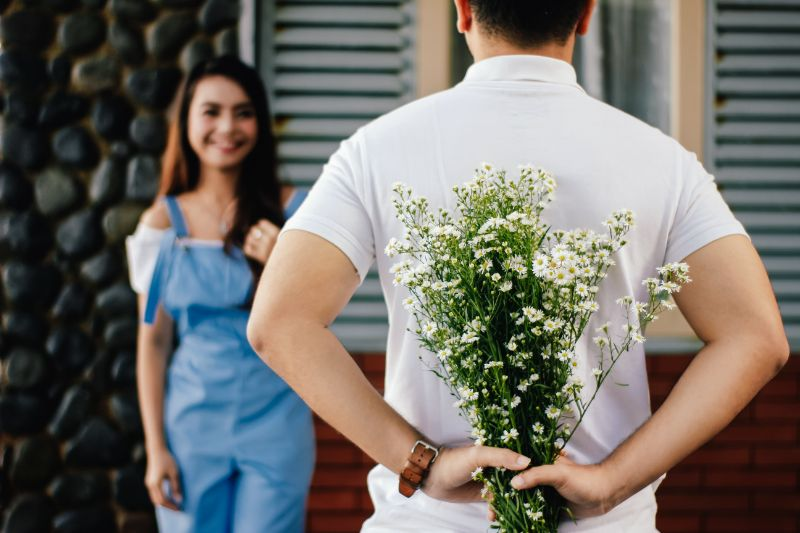 Guy proposing to his Christian girlfriend